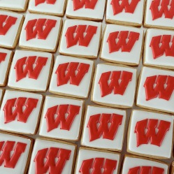 wisconsin-badger-w-cookies